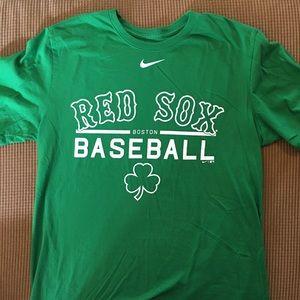 Boston Red Sox T-shirt by Nike size L Irish green